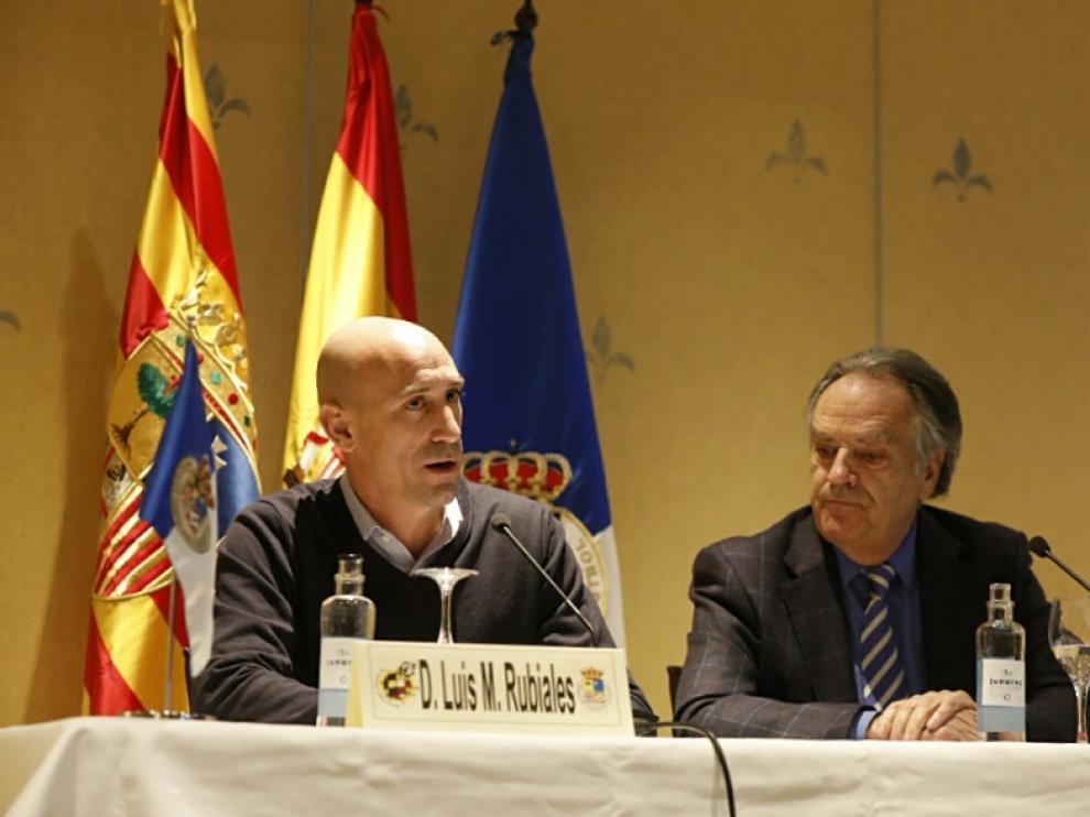 Luis Rubiales junto a Óscar Fle, este viernes en la rueda de prensa celebrada en el Hotel Palafox de Zaragoza.