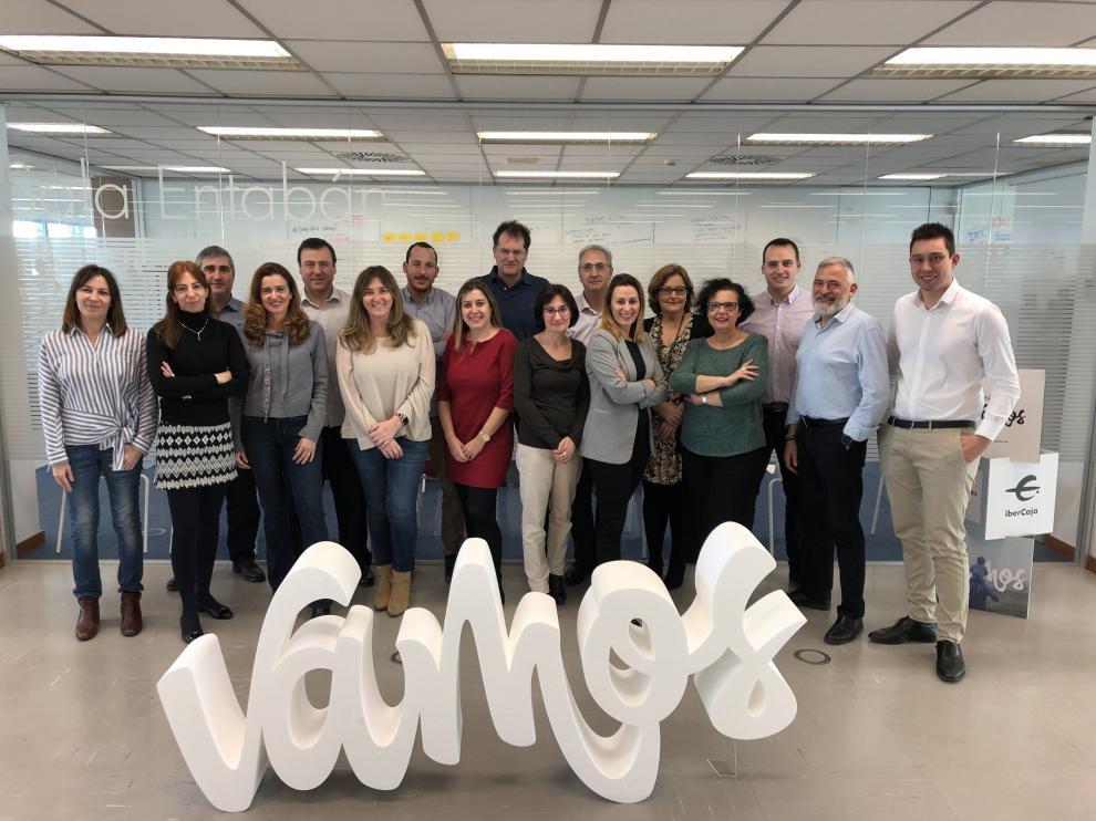 El equipo de Estrategia Digital e Innovación de Ibercaja con su responsable, Víctor Royo, a la derecha de la imagen.