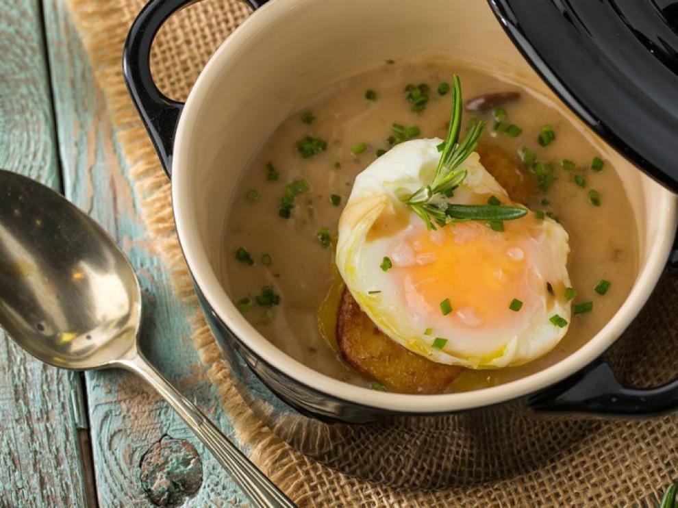 Receta de crema de castañas con huevo poché trufado.