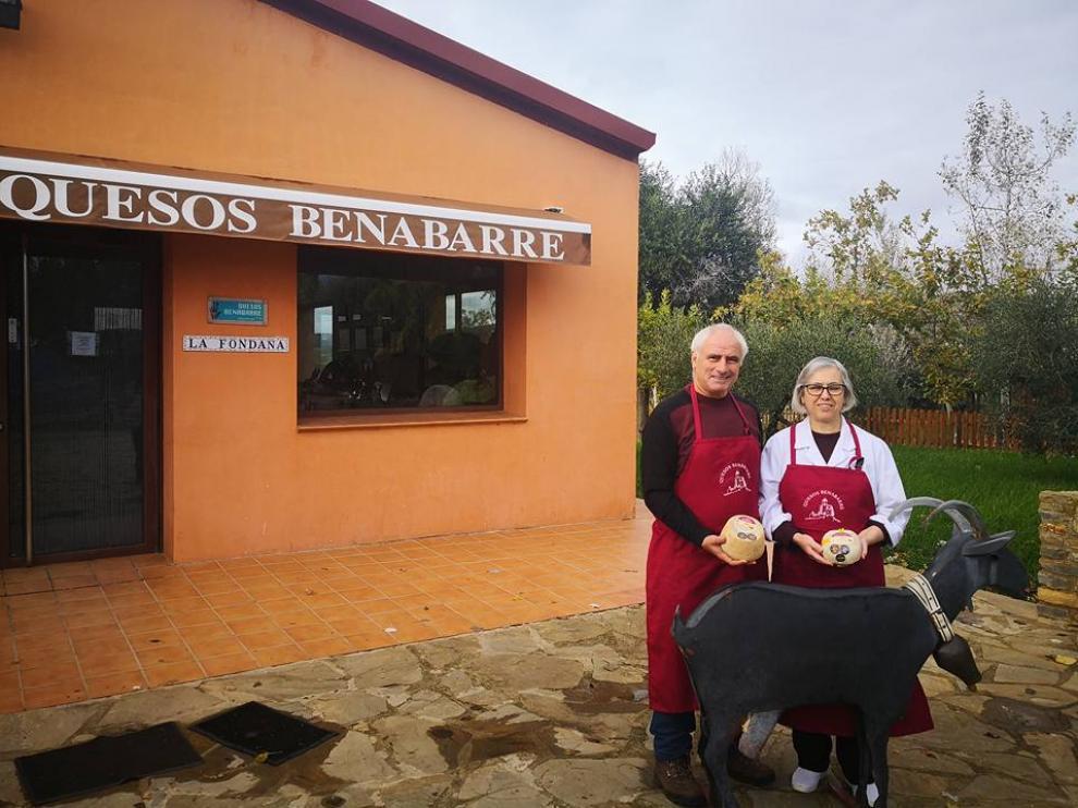 En la imagen, Juan José Baró y Mª Pilar Marqués, responsables de Quesos Benabarre.