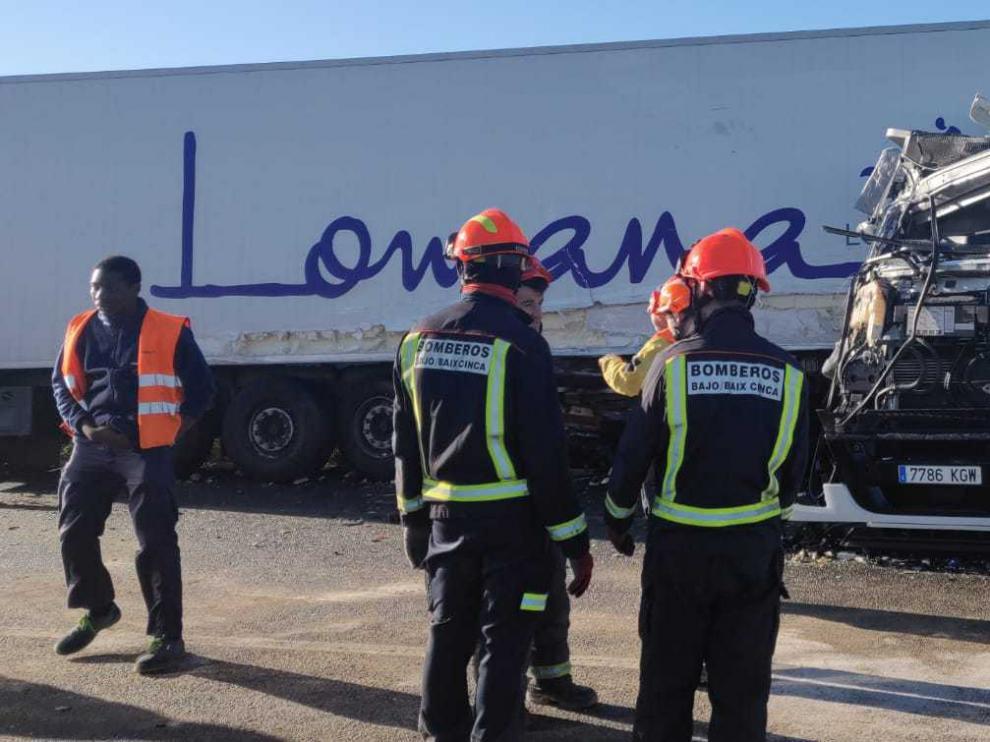 Accidente entre dos camiones en la NII, a la altura de Fraga