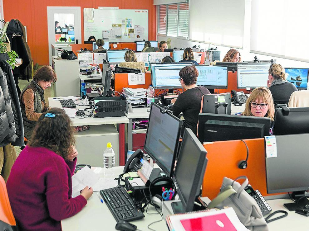 Trabajadores de Master.D, en las instalaciones de la compañía en la carretera de Madrid.