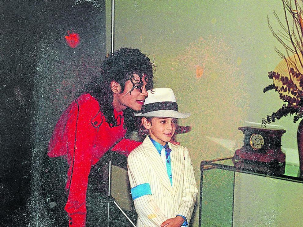 Jackson y uno de los denunciantes, en una imagen del documental.