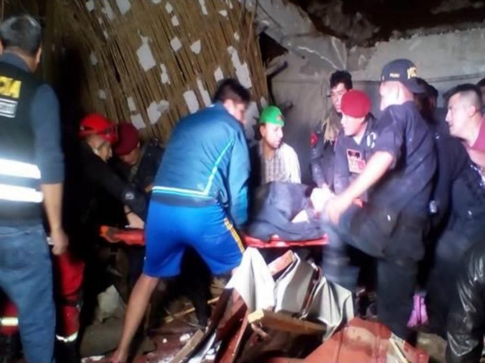Momento de la evacuación de los heridos