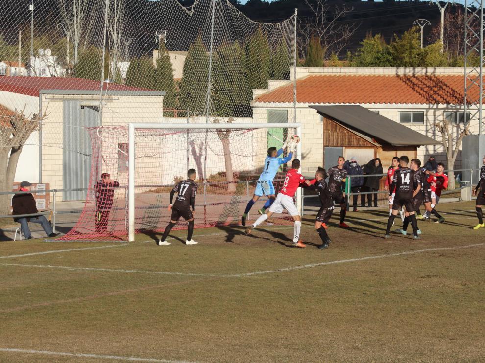 Un lance del partido entre el Calamocha y Tarazona.