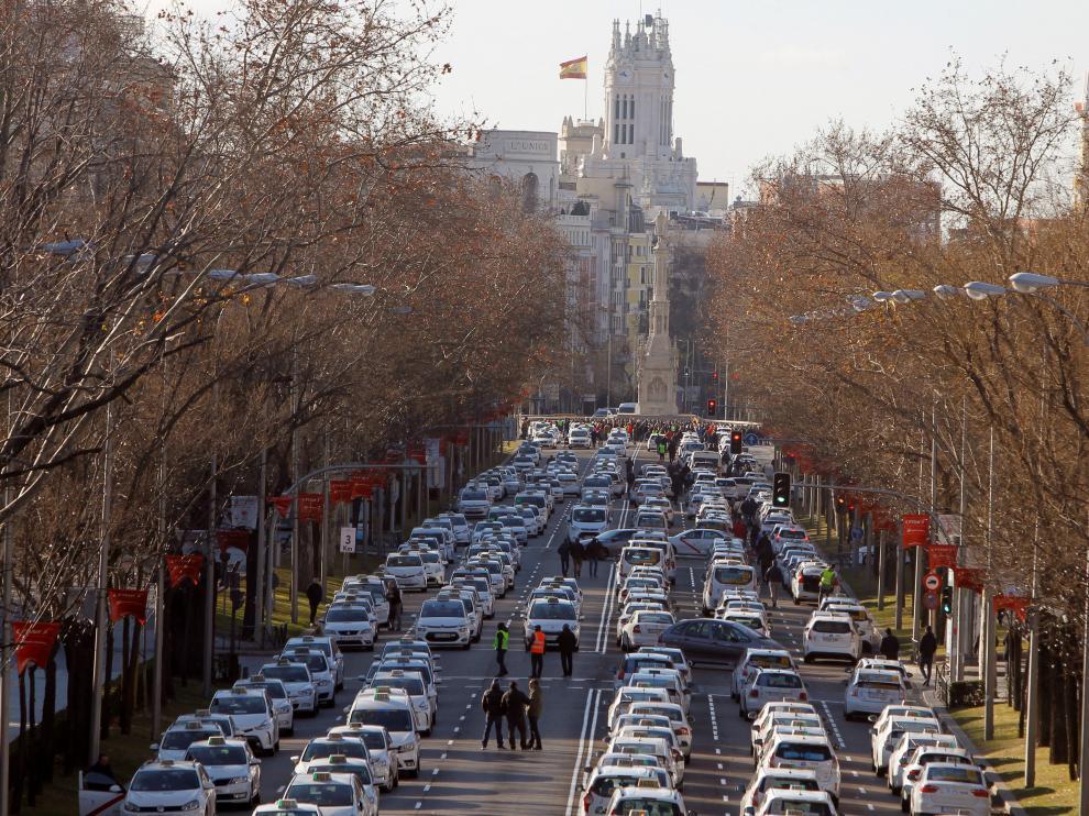 Los taxistas de Madrid bloquean la Castellana