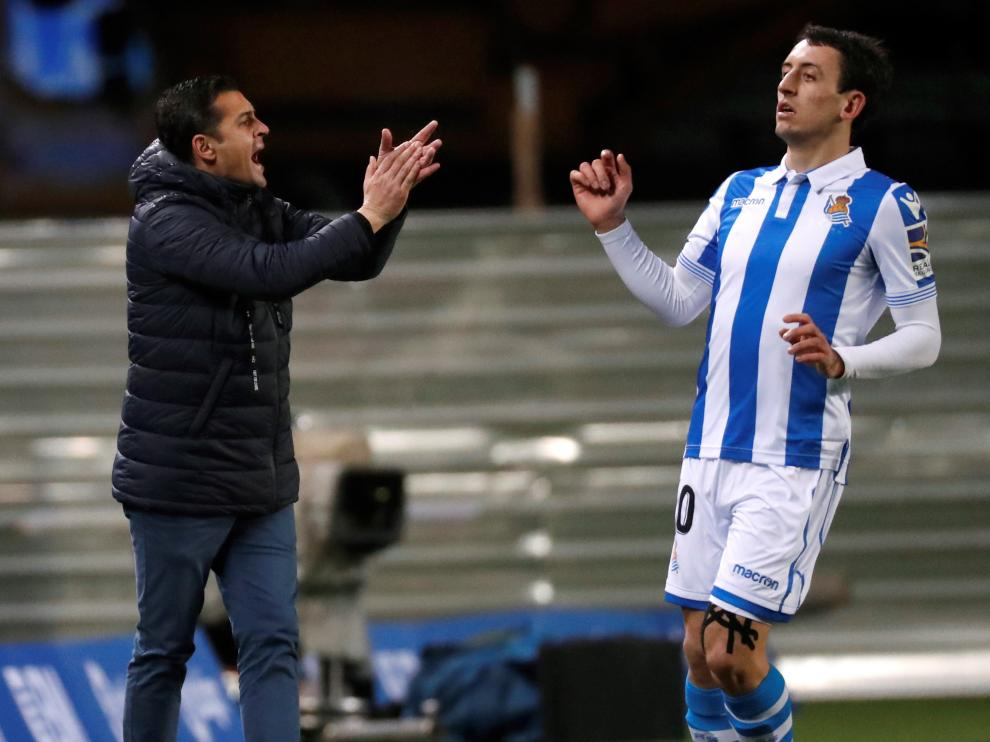 Francisco Rodríguez aplaude a sus jugadores en Anoeta.