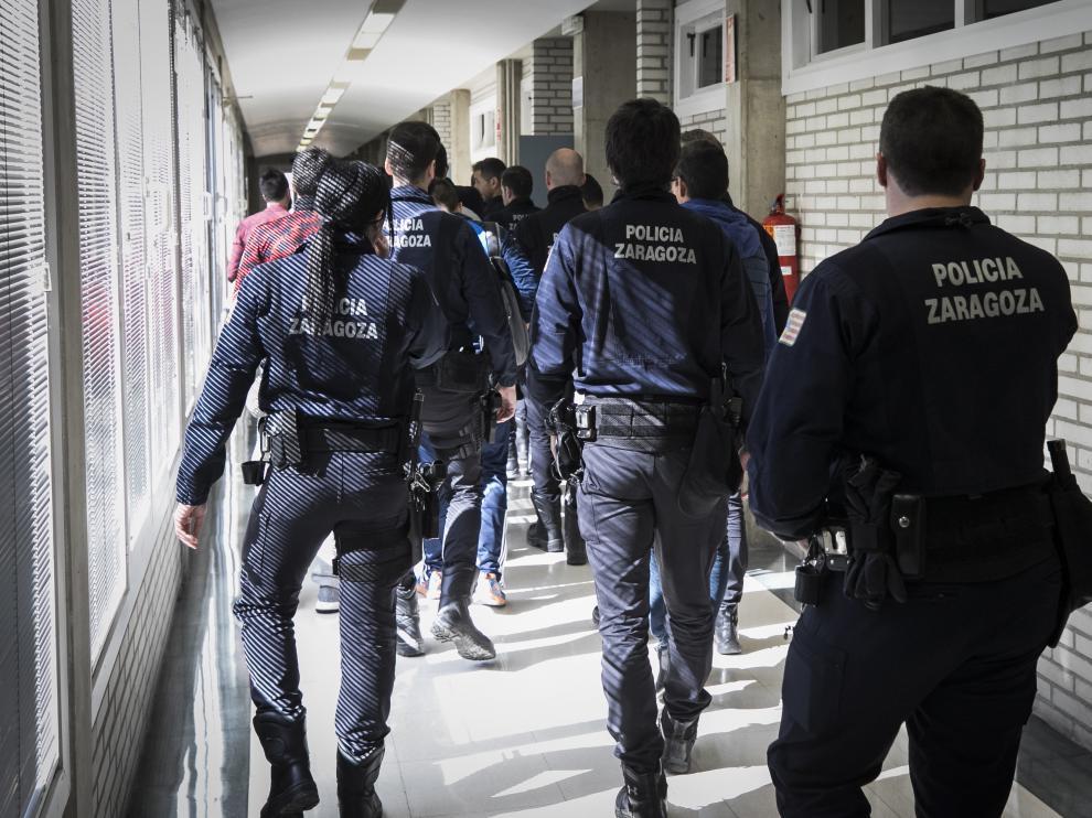 Agentes de la antigua UAPO, ahora URF, con su uniforme habitual, que todavía utilizan.