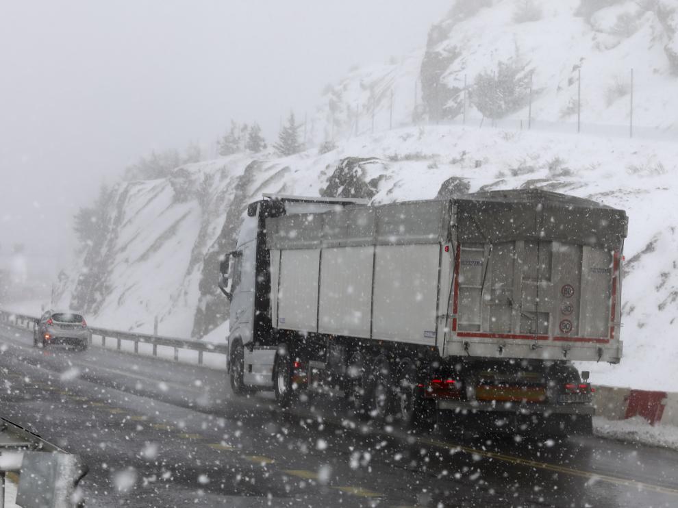 Nieve en Escarrilla, Canfranc y Candanchú este lunes