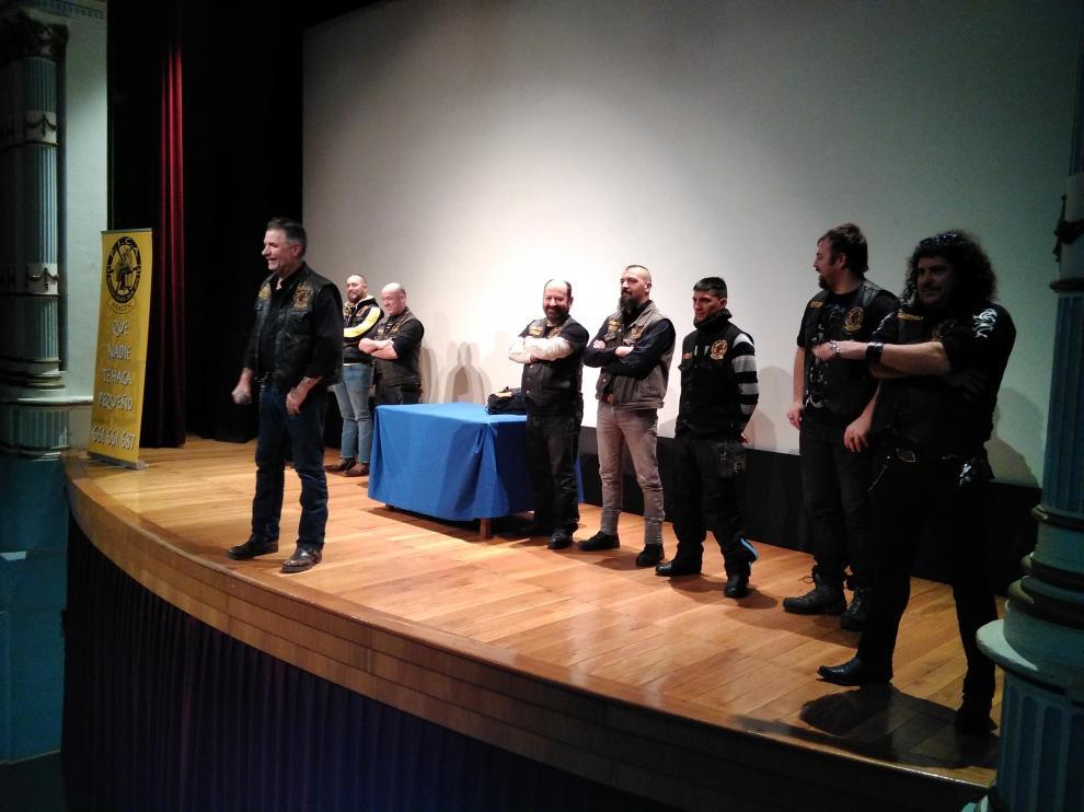 Los moteros de PICA Aragón en el teatro Bellas Artes de Tarazona durante su primera charla.