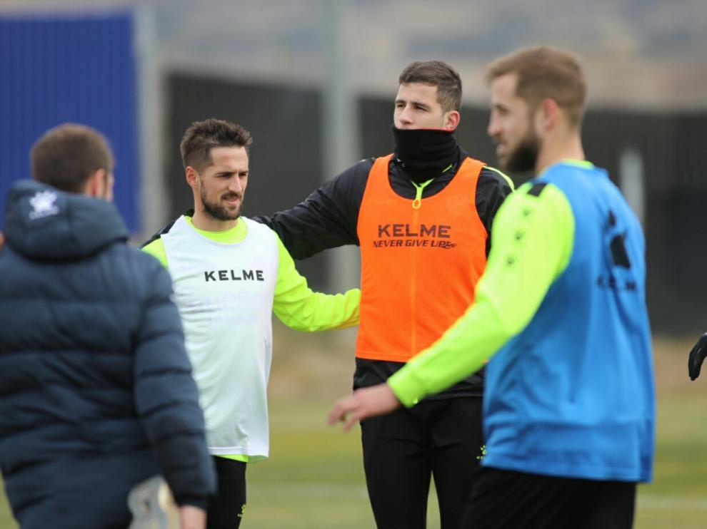 Rivera, en el centro de la imagen, durante el entrenamiento de este martes.