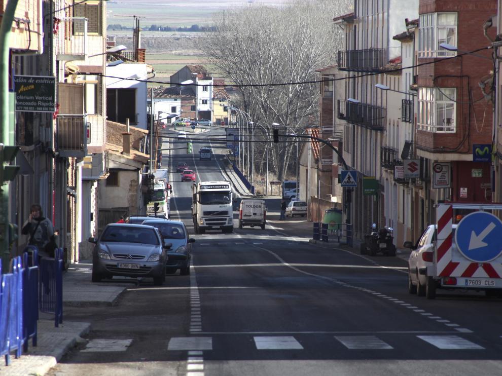 La N-211 a su paso por Monreal del Campo.