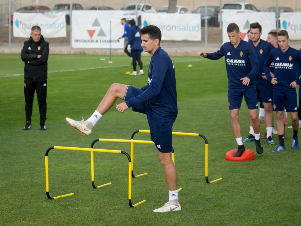 El jugador del Real Zaragoza, Álex Muñoz, en un entrenamiento con el Real Zaragoza.