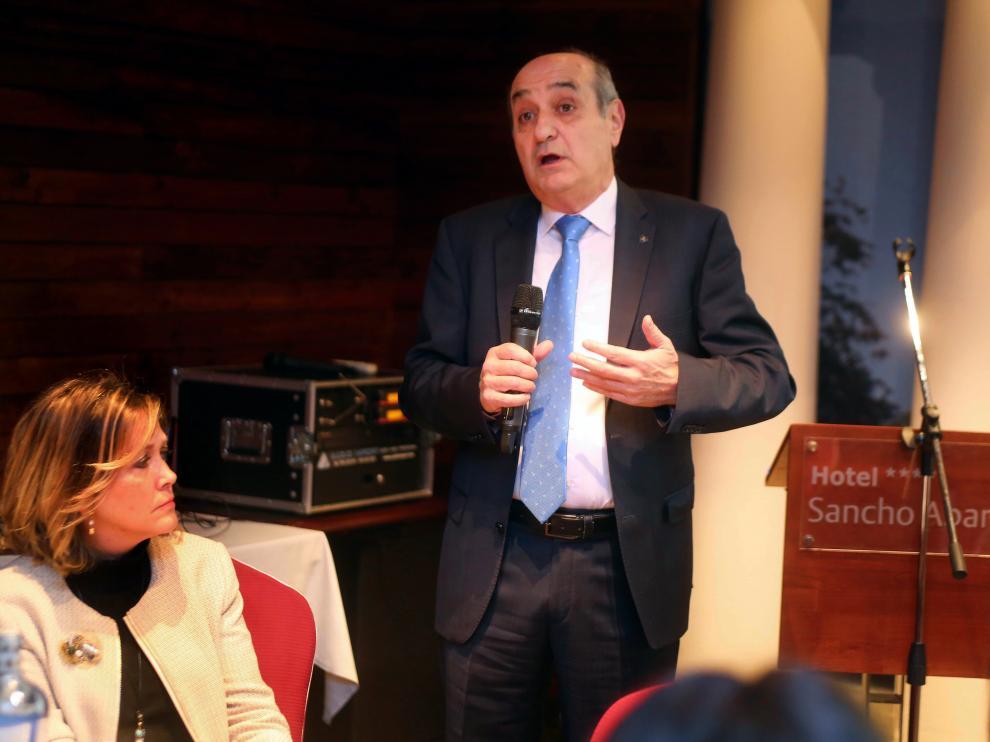 El presidente de CEOE-Aragón, Fernando Callizo, durante el desayuno coloquio.
