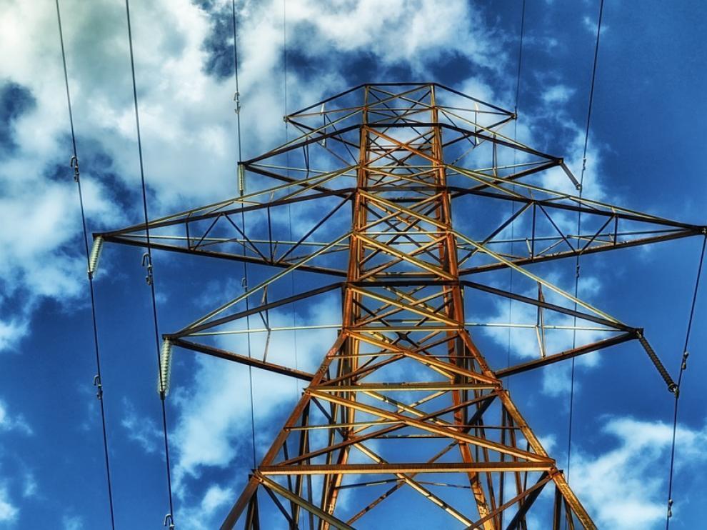 La electricidad es un 25% más cara que hace un año, denuncia la OCU