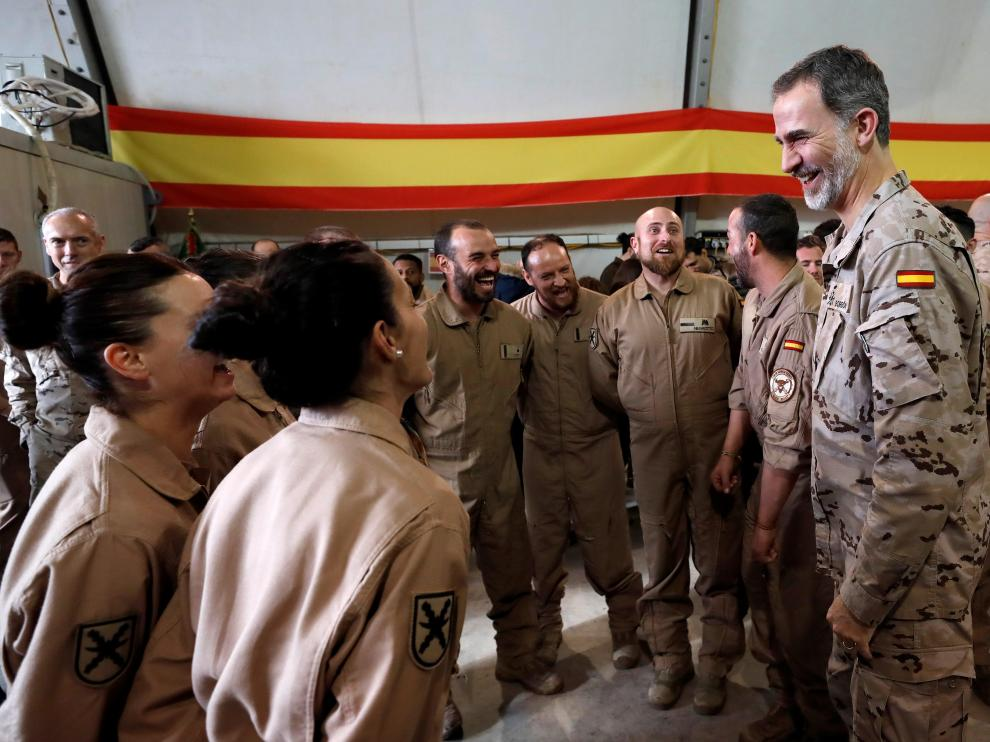 Felipe VI durante su visita a los militares españoles en Irak.
