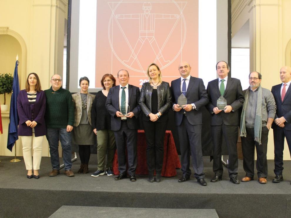 Los premiados en esta edición de 'Aragón comprometido con la prevención' cuyos galardones ha entregado la consejera de Economía del Gobierno de Aragón