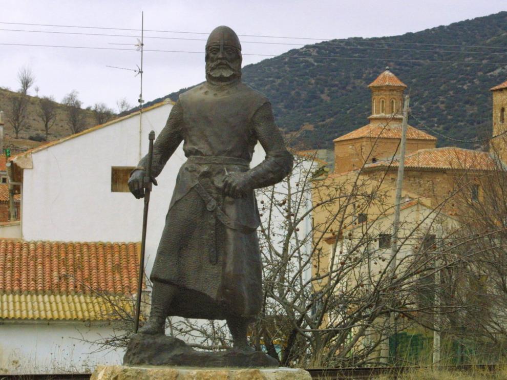 Vista de la entrada de la localidad de El Poyo del Cid, donde comienza esta ruta.
