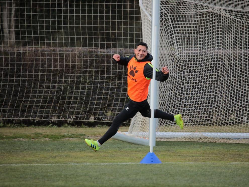 Chimy Ávila celebra una acción durante el entrenamiento del jueves.