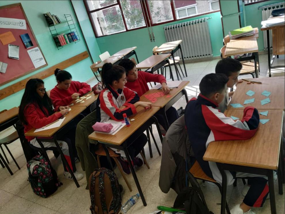Taller de matemáticas en el colegio Villa Cruz, que quiere cambiar a jornada continua.