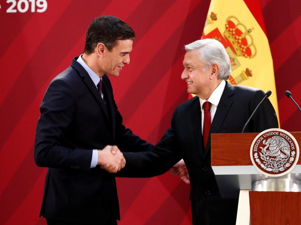 El presidente del Gobierno, Pedro Sánchez, junto a su homónimo mexicano Manuel López Obrador.