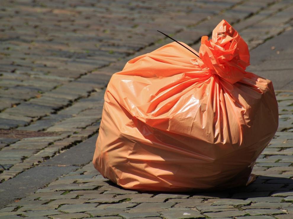 Un vídeo de tan solo seis segundos nos enseña cómo colocar correctamente la bolsa de basura.