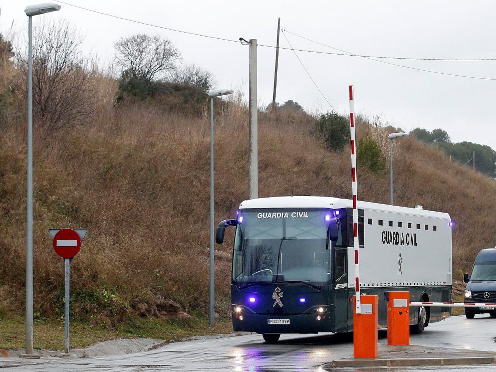 El autobús de la Guardia Civil que ha trasladado a los presos.