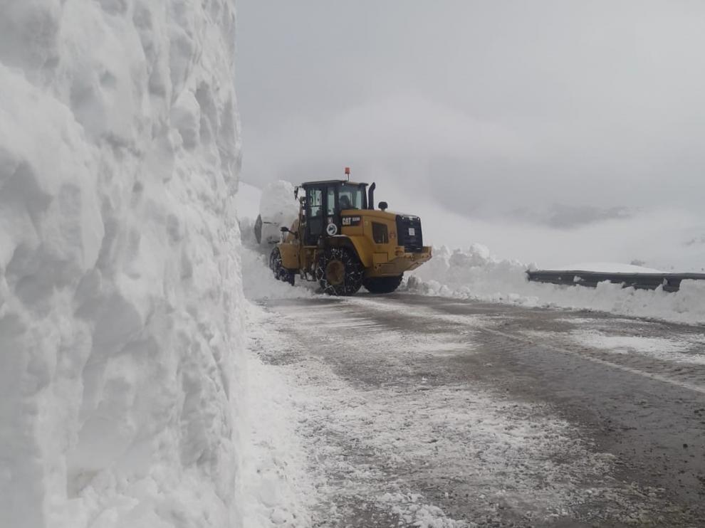En Portalet, el fuerte viento de estos días ha formado acumulaciones de nieve de hasta 4 metros de altura