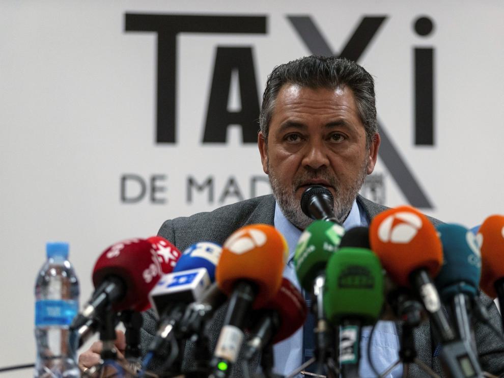 El presidente de la Federación Profesional del Taxi de Madrid, Julio Sanz, en rueda de prensa