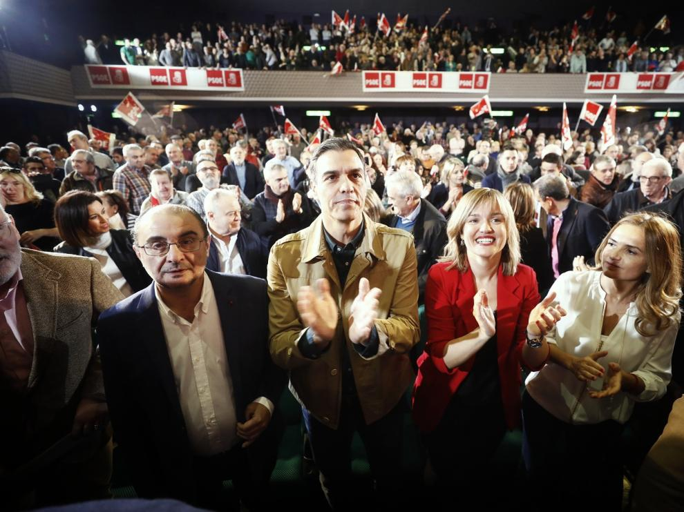 El presidente del Gobierno, Pedro Sánchez, a su llegada al mitin organizado por el PSOE-Aragón en los cines Palafox de Zaragoza.