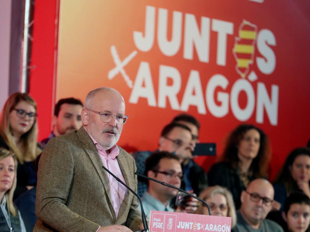 El socialista Frans Timmermans apuesta en Zaragoza por crear un fondo europeo para facilitar la transición energética