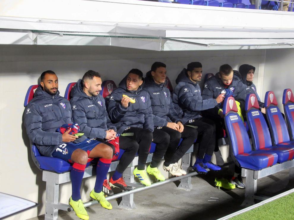 Banquillo de la SD Huesca en el partido contra el Valladolid.