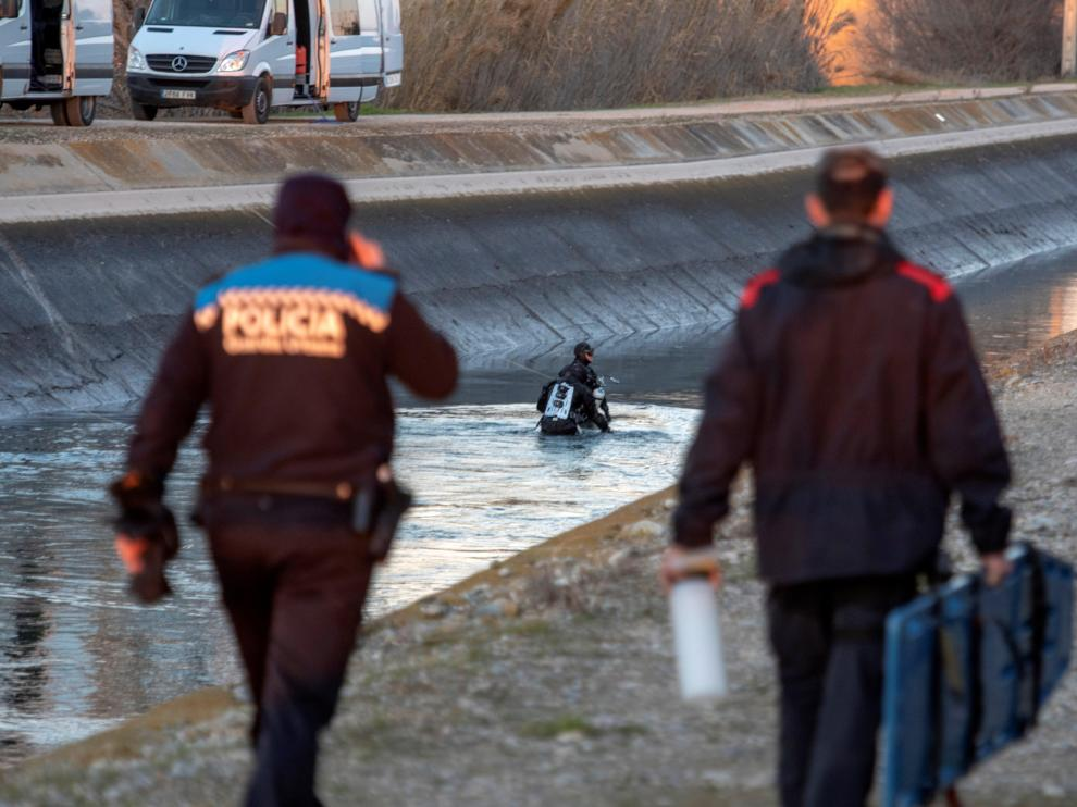 Hallan el cadáver de la profesora desaparecida en su coche, hundido en un canal.
