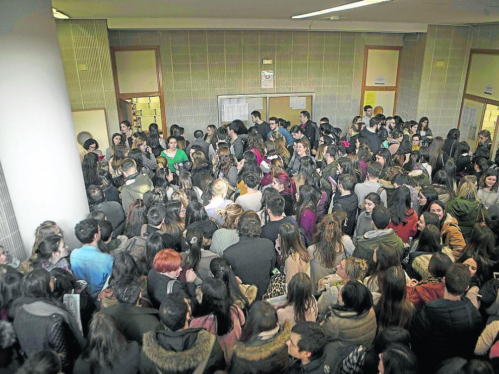 Más de 1.300 sanitarios se presentaron este sábado al examen en la Facultad de Derecho de Zaragoza