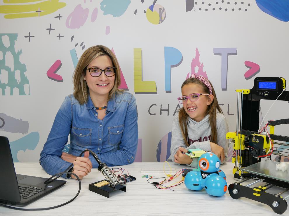 Patricia y Valeria divulgan proyectos de tecnología en su canal de Youtube 'ValPat'.