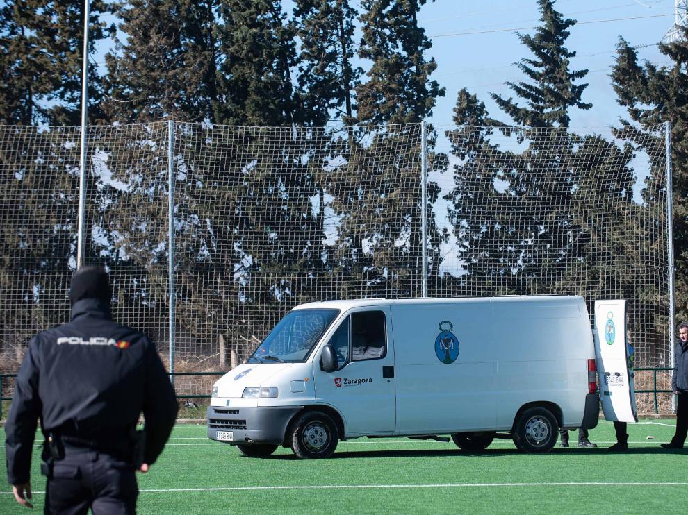 El furgón de la Hermandad de la Sangre de Cristo entró en el campo para recoger el cuerpo sin vida del futbolista.