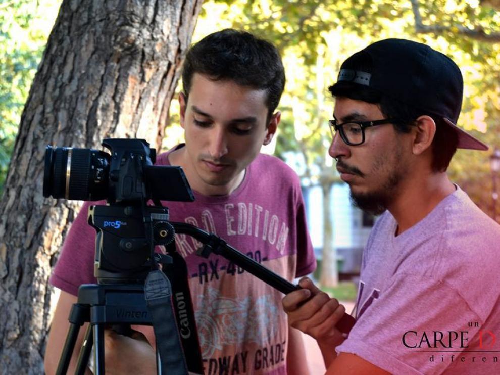 Fernando Javier García y Andrés Fonseca (derecha), en el rodaje de 'Un Carpe Diem diferente'.