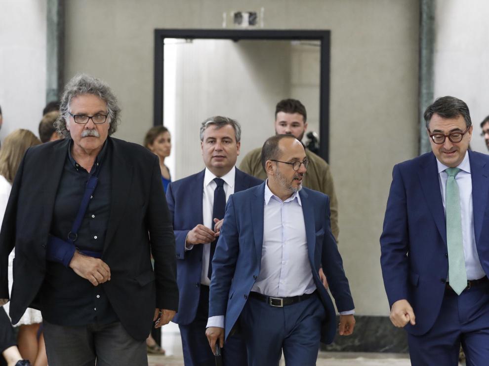 Tardà, a la izquierda, junto a otros portavoces parlamentarios