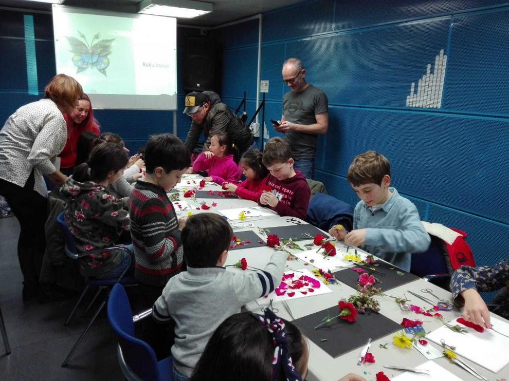 Taller de bioarte 'Creando flores', en el festival celebrado en Bilbao