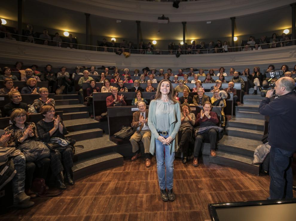 Ana Belén, ovacionada por el público que llenaba el Aula Magna del Paraninfo de la Universidad.