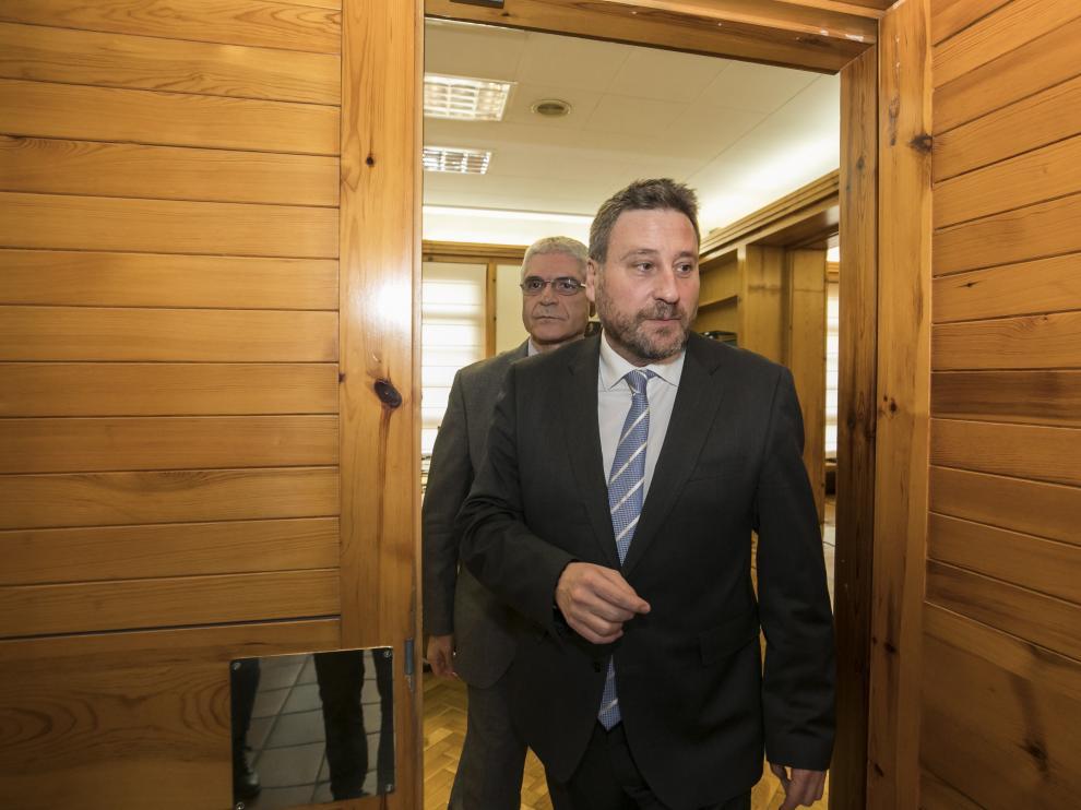 El consejero de Turismo de Aragón, José Luis Soro, entrando a su despacho este miércoles.