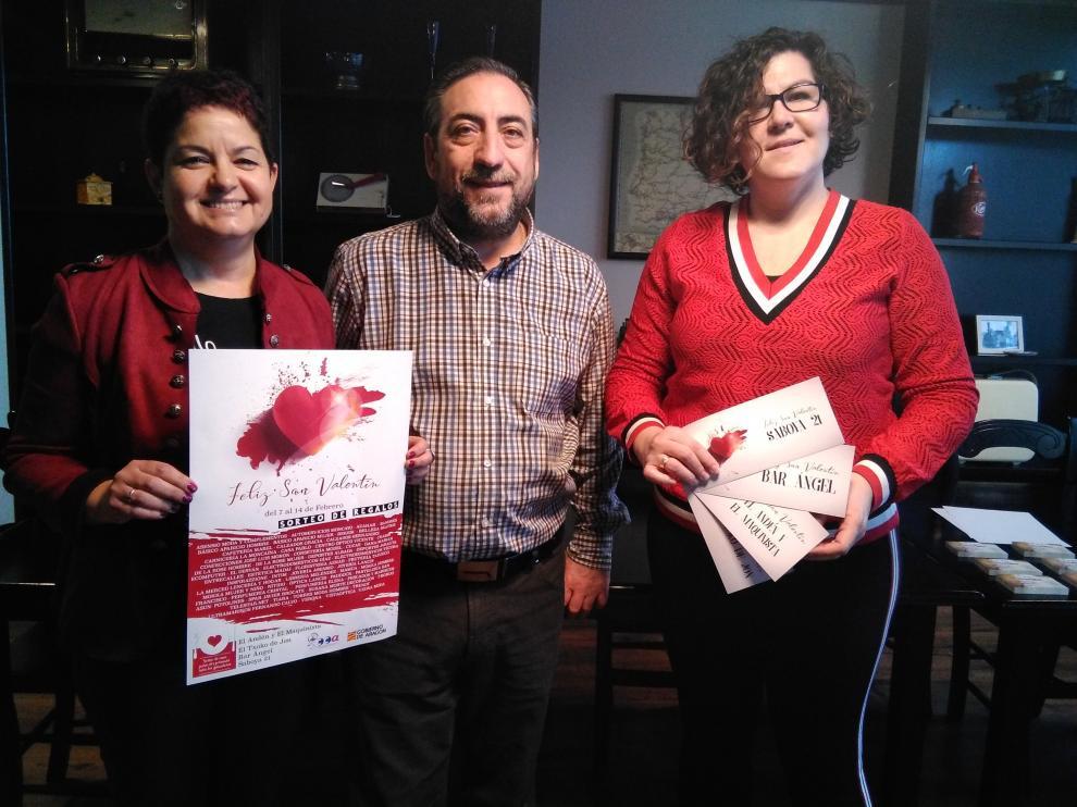 De izquierda a derecha, la gerente de ACT, Ana Tarazona; el hostelero José Luis San Martín; y la presidenta de la asociación, Lourdes Sánchez.