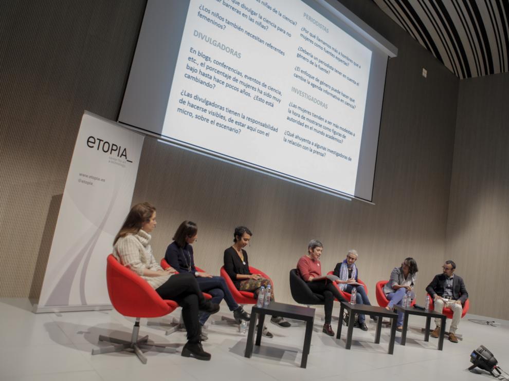 Debate sobre 'Mujeres y niñas en la divulgación de la ciencia', celebrado en las jornadas D+i