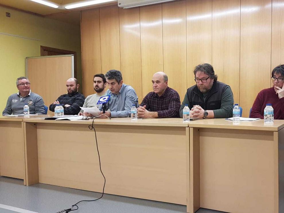 Antonio Betrán, en el centro de la imagen, nuevo presidente del CH Jaca.