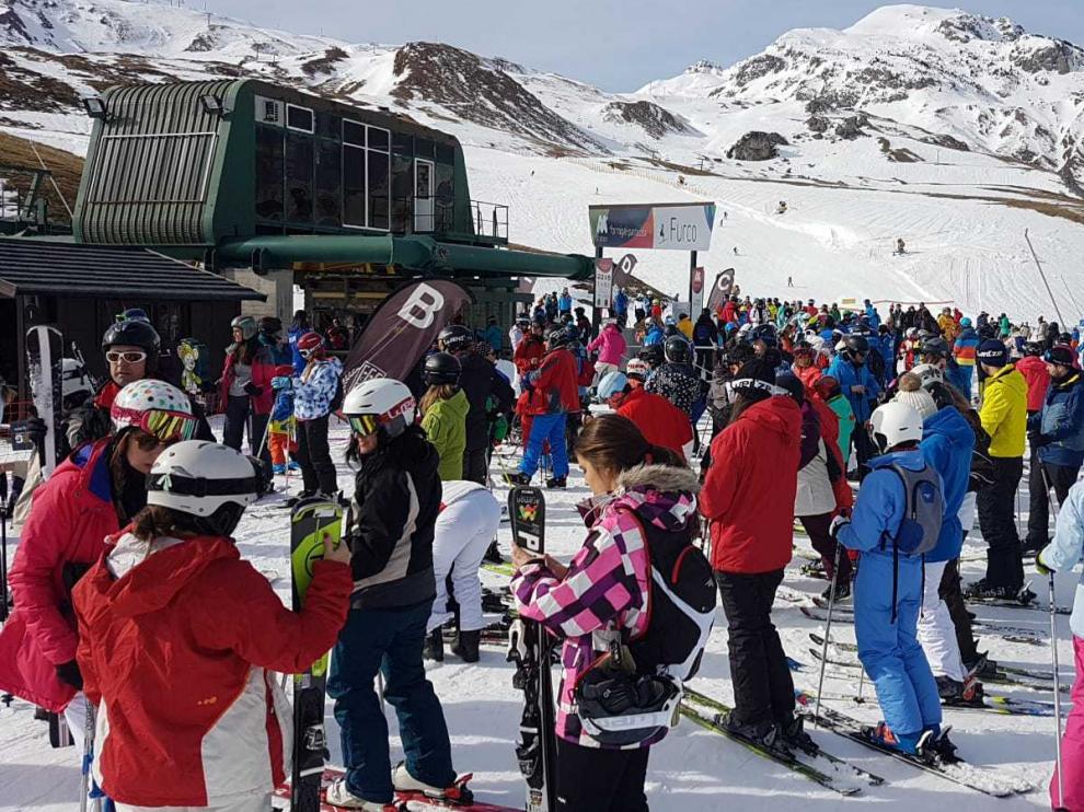 Fin de semana concurrido en las estaciones de esquí