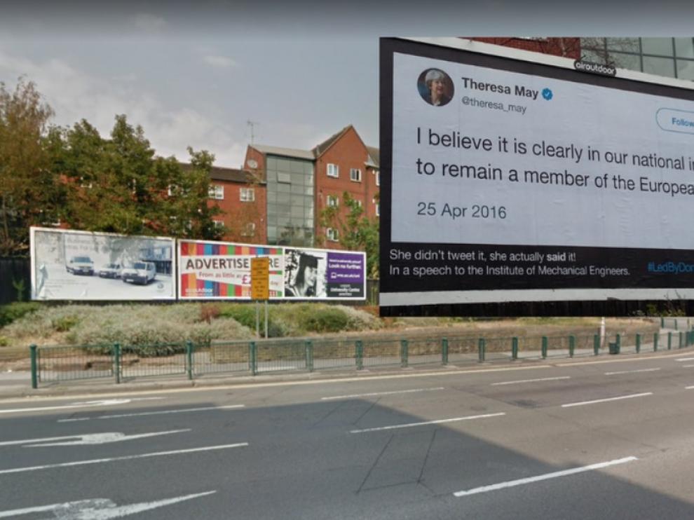 """""""Liderados por burros"""": Las perlas sobre el 'brexit' saltan a las calles en forma de carteles"""
