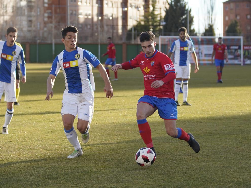 Un lance del partido entre el CD Teruel y el Hércules de Alicante.