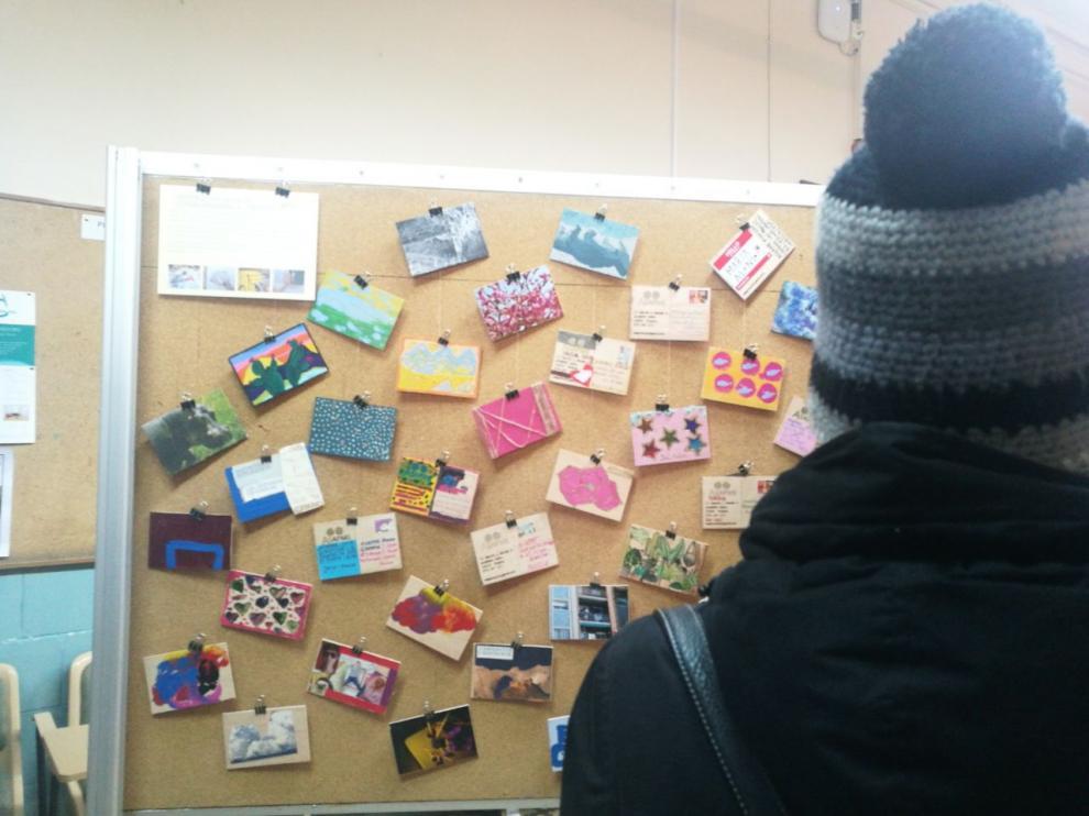 Obras de la exposición sobre arteterapia en  Magisterio del Campus de Huesca.