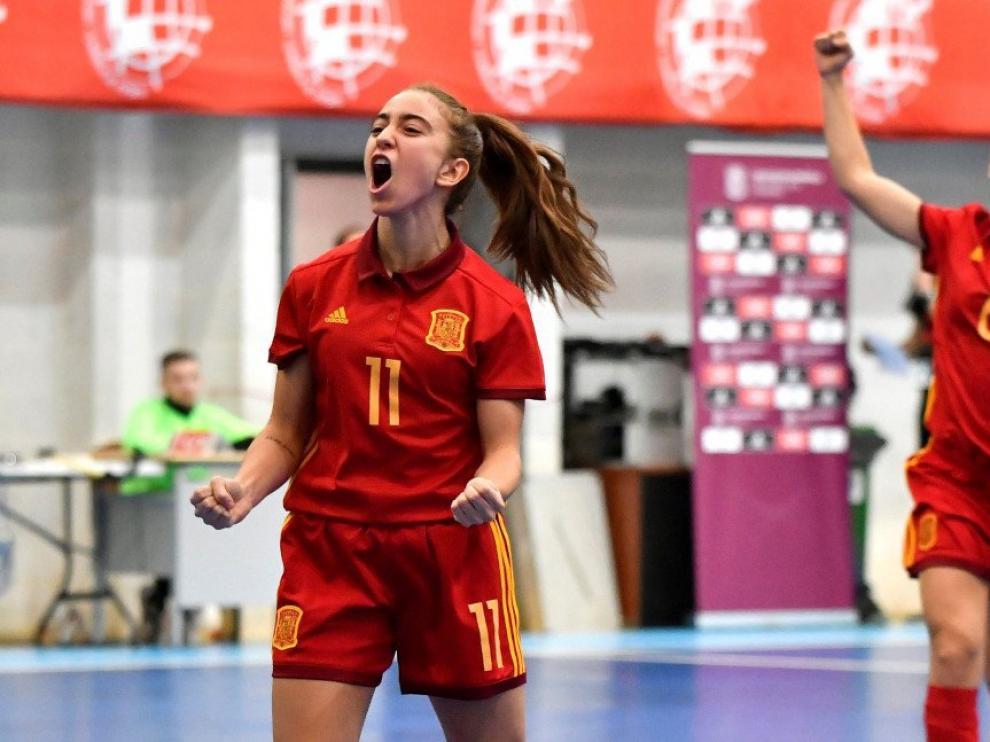 Irene Samper, dorsal 11, celebra un gol en uno de los amistosos previos al Campeonato de Europa.