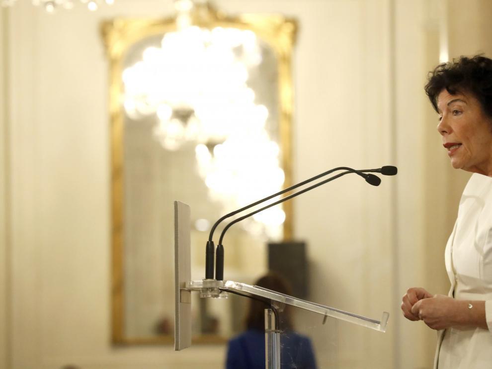 La ministra Isabel Celáa